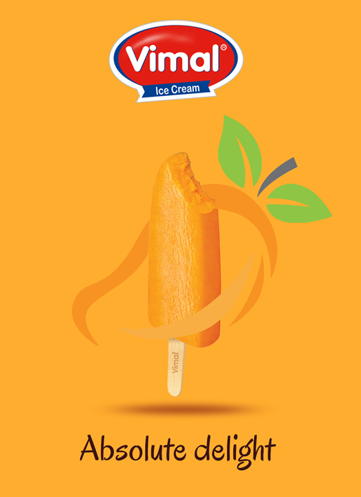 When the day gets rough, cool it off with the king of fruits!   #MonsoonTime #IceCreamLovers #Vimal #ICecream #Ahmedabad
