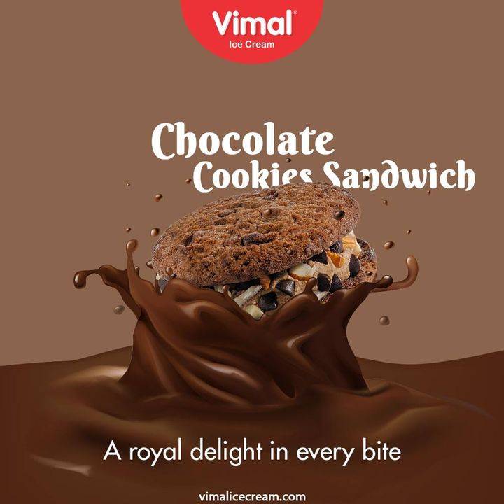 Chocolate Cookies Sandwich Moments Full of Crunchiness with chocolaty satisfaction.  #VimalIceCream #IceCreamLovers #Vimal #IceCream #Ahmedabad