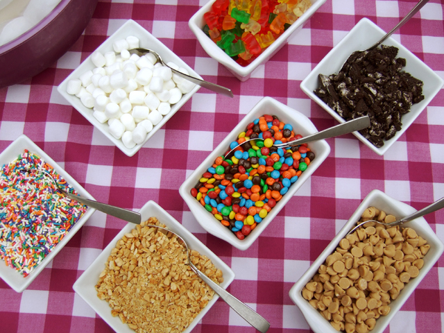 Which is your favorite #IceCream #Sundae topping?